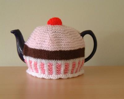 Cupcake_tea_cozy