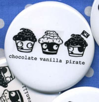 Pirate_cupcake_button_fr_dogboneart_1